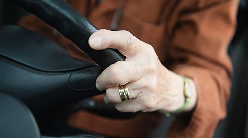 Новости: Пенсионерка дважды наехала на один автомобиль