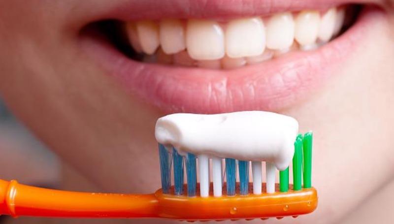 Домашние хитрости: Какие отбеливающие зубные пасты вредят здоровью
