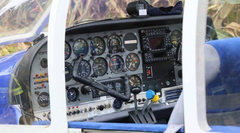Происшествия: Пилот посадил самолет в кукурузном поле (фото)