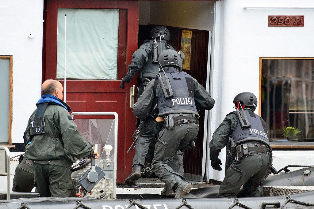Происшествия: В Берлине неизвестный мужчина взял в заложники 62-летнюю женщину