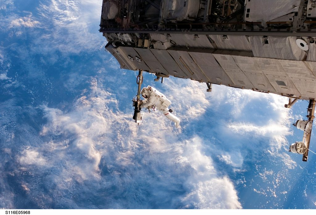 iss-548328_1920