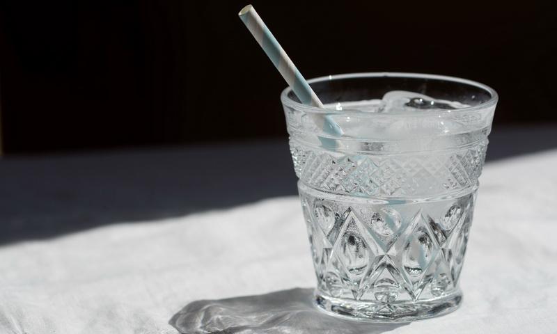 Общество: Сколько стоит водопроводная вода в ресторане?