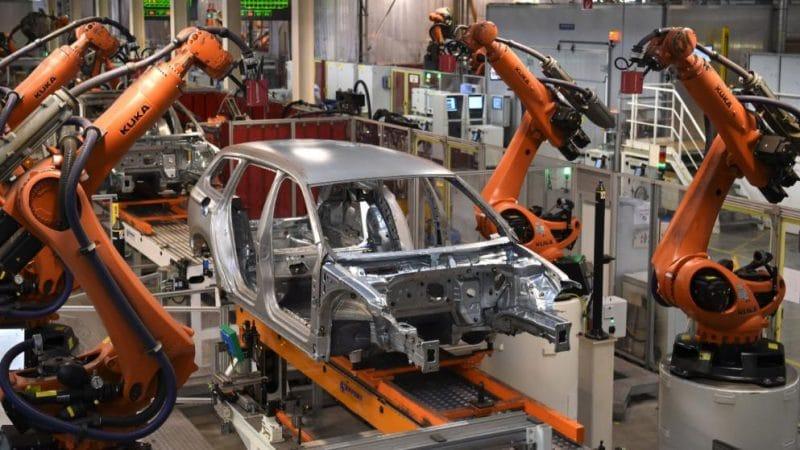 Общество: Сколько рабочих мест в Германии сокращают роботы?