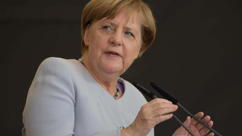 Политика: Насколько население Германии довольно работой канцлера