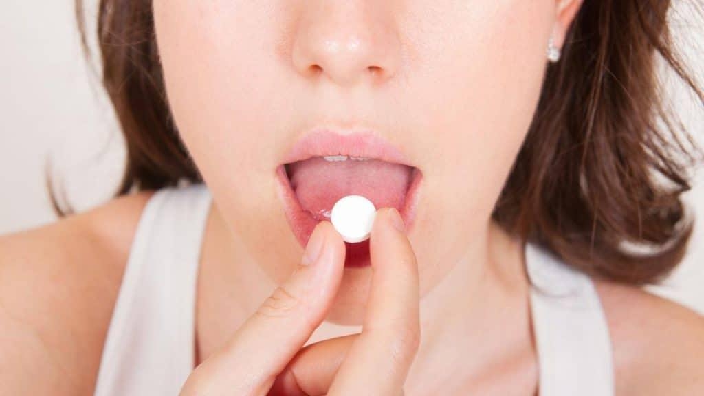 Здоровье: Как правильно пить таблетки и применять капли, чтобы они действовали?