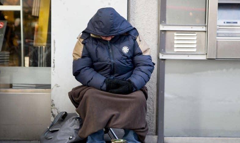 Общество: Бродячая жизнь: как много зарабатывают бездомные?