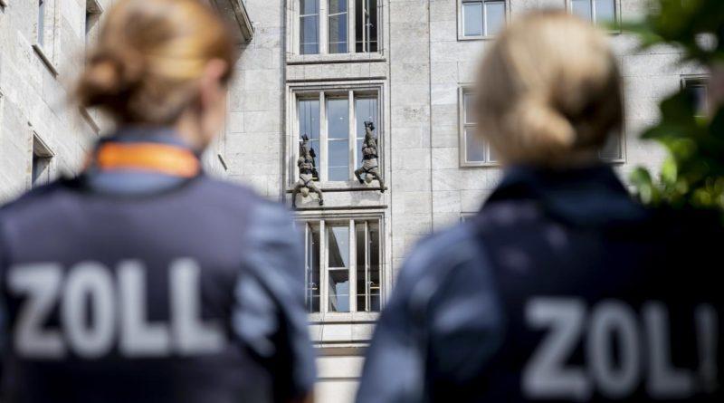 Деньги: Сколько зарабатывает сотрудник немецкой таможни