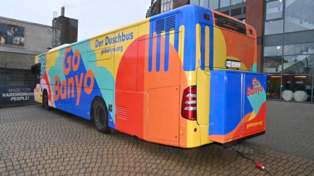 Общество: Теплый душ как роскошь: в Гамбурге появился автобус с душевыми для бездомных