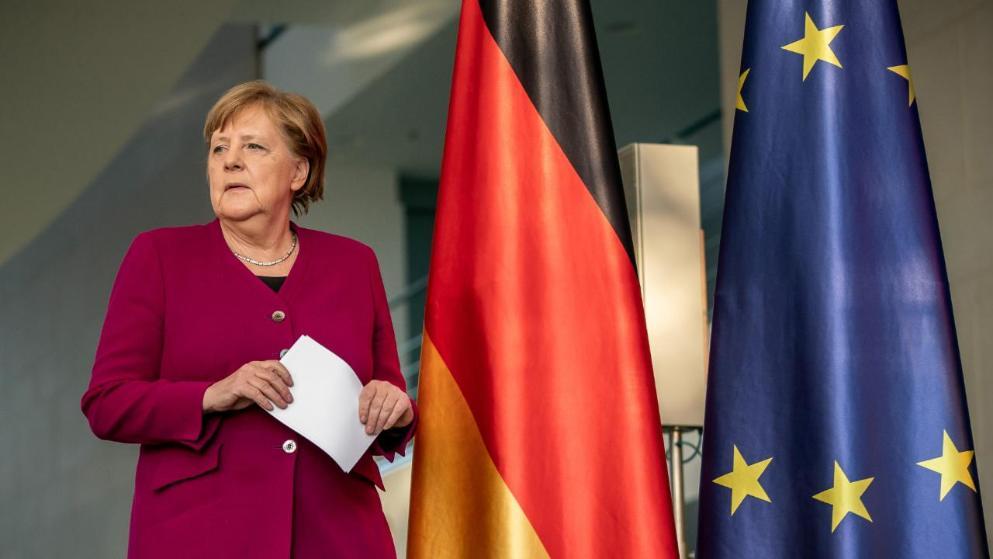 Общество: Маленькая девочка написала письмо канцлеру: «Фрау Меркель, я хочу к папе»