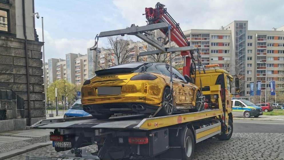 Общество: Владелец до сих пор не обнаружен: в Дрездене полиция изъяла «золотой» Porsche